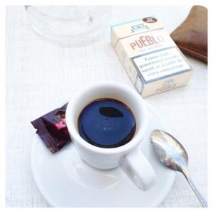 Pause café ☕️ Il nous reste encore beaucoup de fringues…