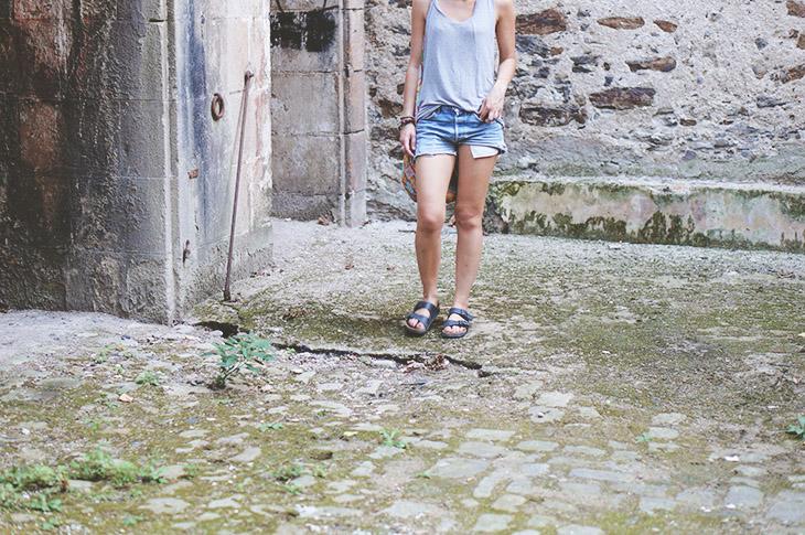 5_look_blog_mode_debardeur_asos_short_levis_501_birkenstock_arizona