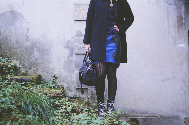 3_look_blog_mode_manteau_laine_cos_jupe_cuir_yas_sac_espritcuir_boots_see_by_chloe