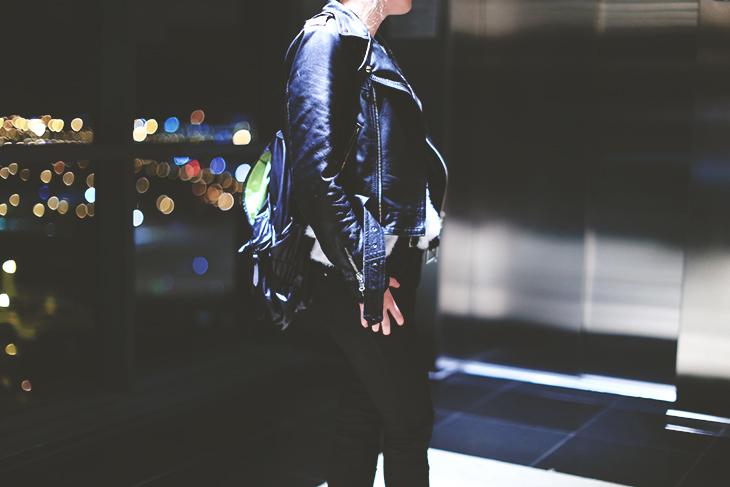 3_look_blog_mode_perfecto_cuir_vintage_pull_kiabi_pantalon_huile_zara_boots_motardes_jonak_sac_dos_nike_collier_baccarat
