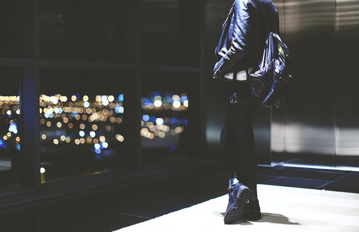 4_look_blog_mode_perfecto_cuir_vintage_pull_kiabi_pantalon_huile_zara_boots_motardes_jonak_sac_dos_nike_collier_baccarat