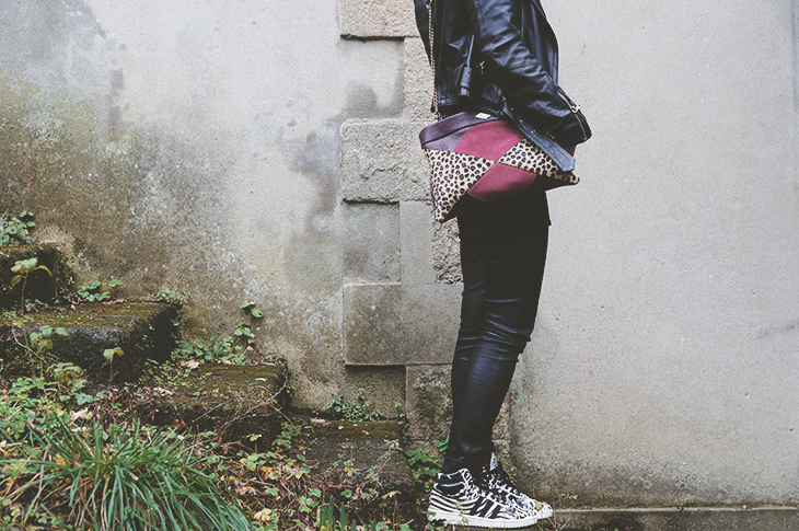 1_look_blog_mode_legging_cuir_shine_blossom_adidas_top_ten_zebre_sac_mohekann