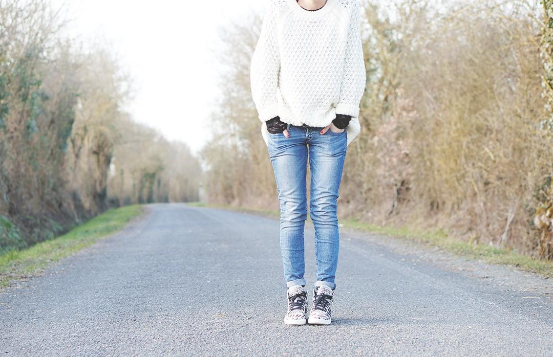 1_look_blog_mode_pull_hm_dentelle_noir_zara_slim_levis_baskets_top_ten_adidas_zebre