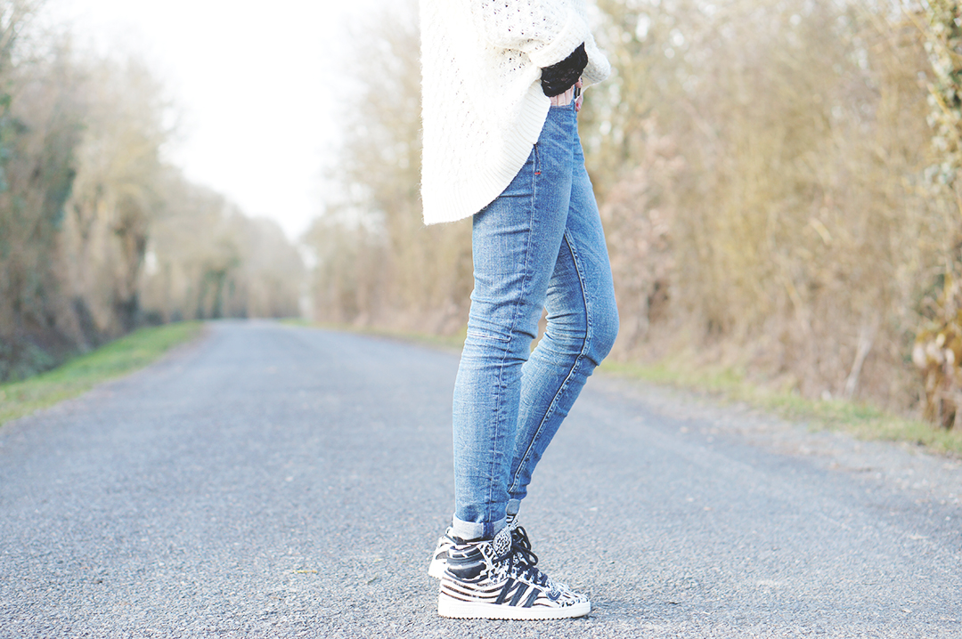 2_look_blog_mode_pull_hm_dentelle_noir_zara_slim_levis_baskets_top_ten_adidas_zebre