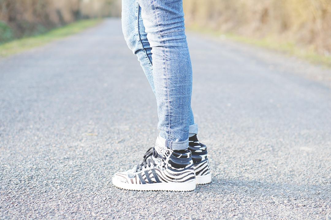 6_look_blog_mode_pull_hm_dentelle_noir_zara_slim_levis_baskets_top_ten_adidas_zebre