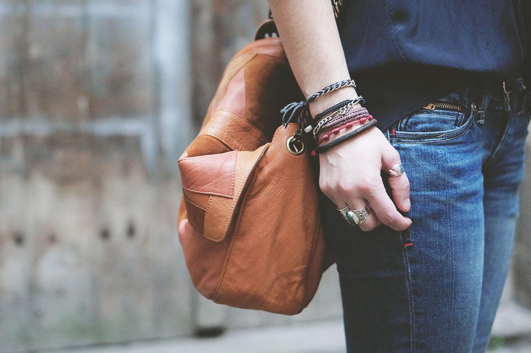 6_look_blog_mode_sac_charlie_heimstone_boots_pistol_acne_blouse_soie_zara